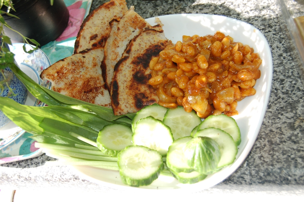 Curried beans, Cucumber and Wild Garlic Salad and Pancake